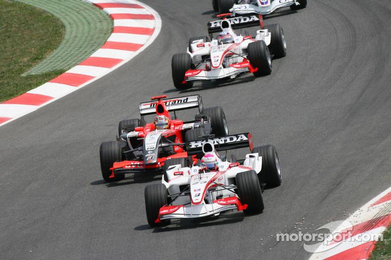 Felipe Massa devant Tiago Monteiro