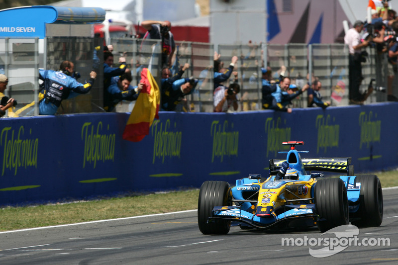 Fernando Alonso takes checkered flag