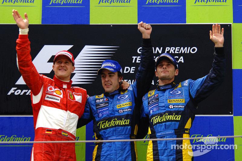 Podio: ganador de la carrera Fernando Alonso, segundo lugar Michael Schumacher y el tercer lugar Giancarlo Fisichella
