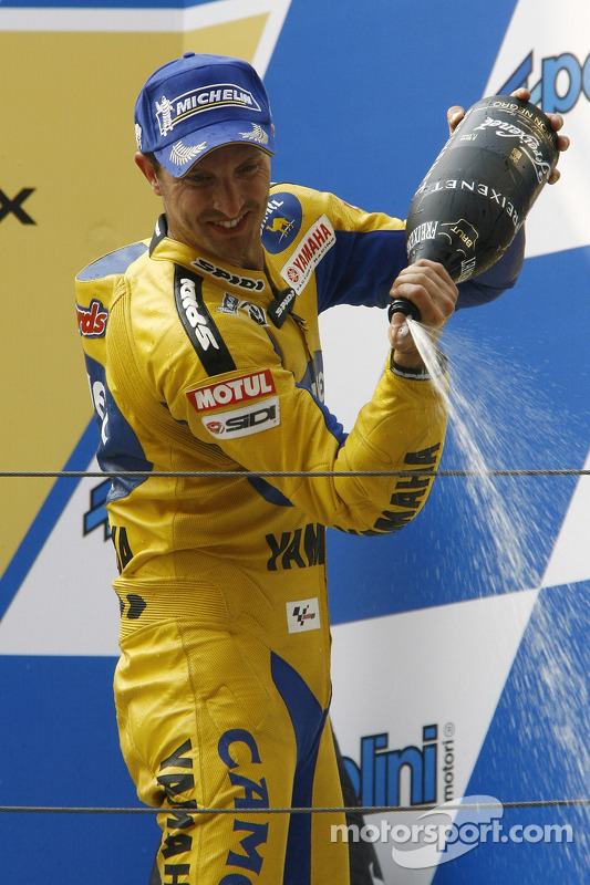 Podium: champagne pour Colin Edwards