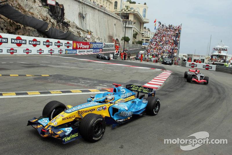 Fernando Alonso lidera a Kimi Raikkonen