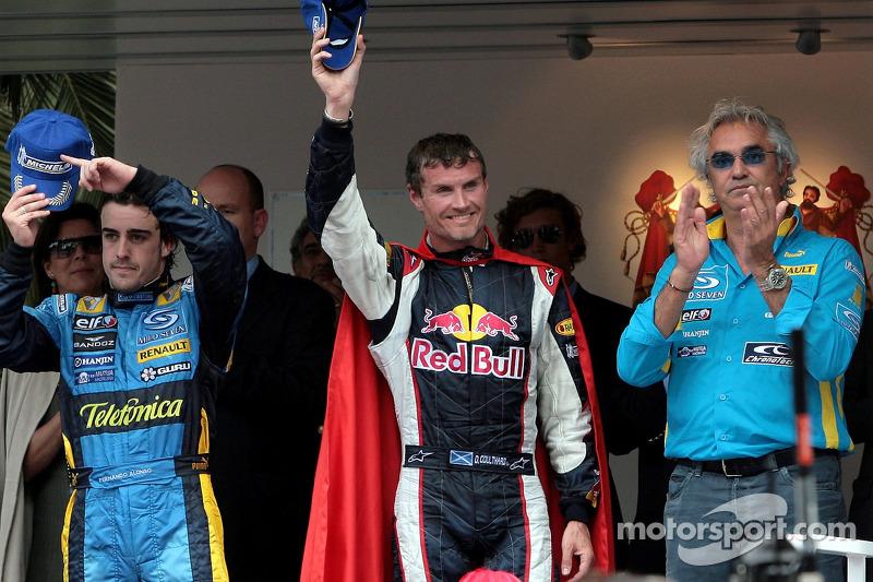 Podio: ganador de la carrera Fernando Alonso, David Coulthard y Flavio Briatore