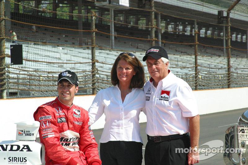 Sam Hornish Jr. avec Mr. et Mme Roger Penske