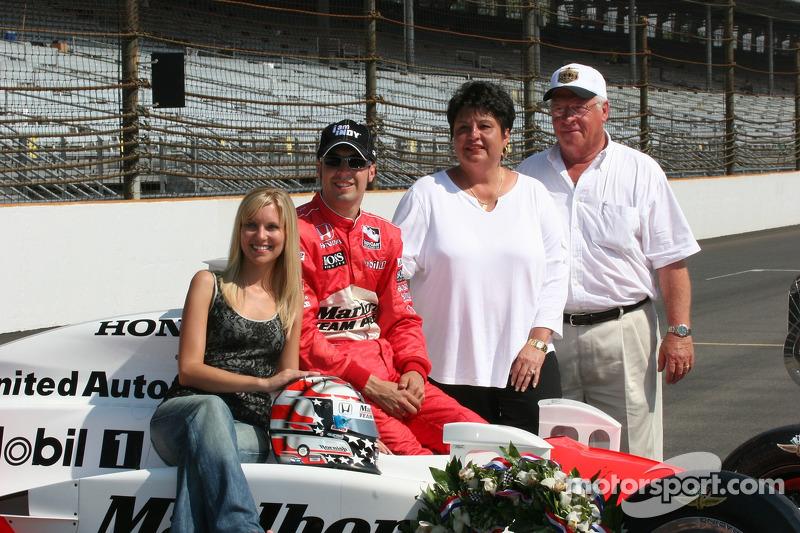 Sam Hornish jr., sa femme Crystal et ses parents