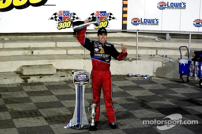 Ligne de la victoire: Carl Edwards