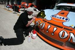 L'équipe Gordon Racing au travail