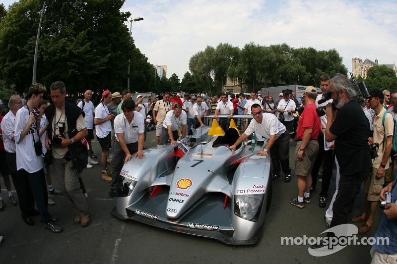 Audi Sport Team Joest Audi R10 devant dans la première spéciale
