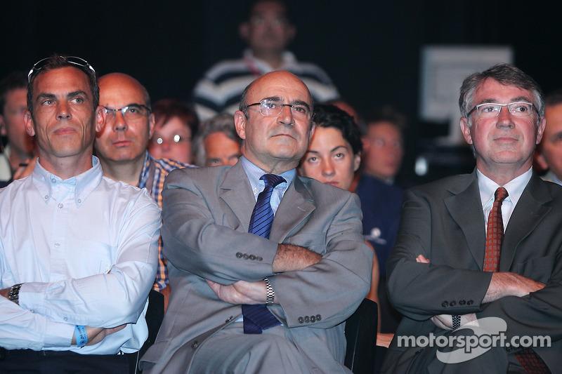 Conférence de presse de Peugeot Sport: Eric Hélary et Peugeot Sport management