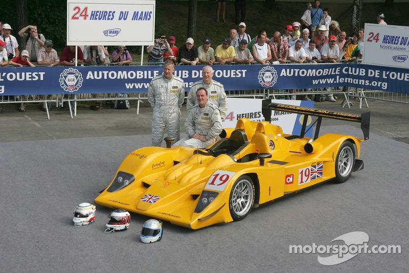 Bob Berridge, Gareth Evans, et Peter Owen avec la Chamberlain - Synergy Motorsport Lola B06-10 AER