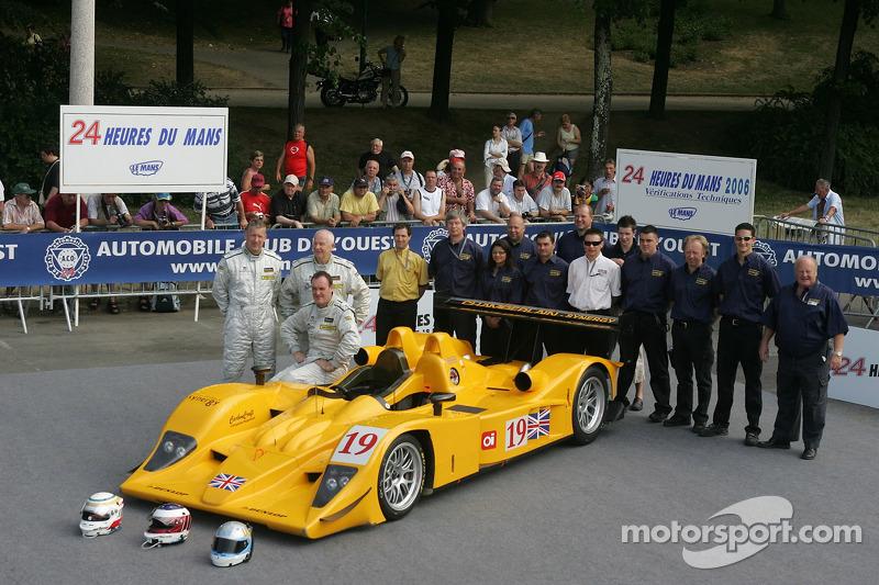 Bob Berridge, Gareth Evans, Peter Owen, et l'équipe Chamberlain - Synergy Motorsport avec la Chamberlain - Synergy Motorsport Lola B06-10 AER