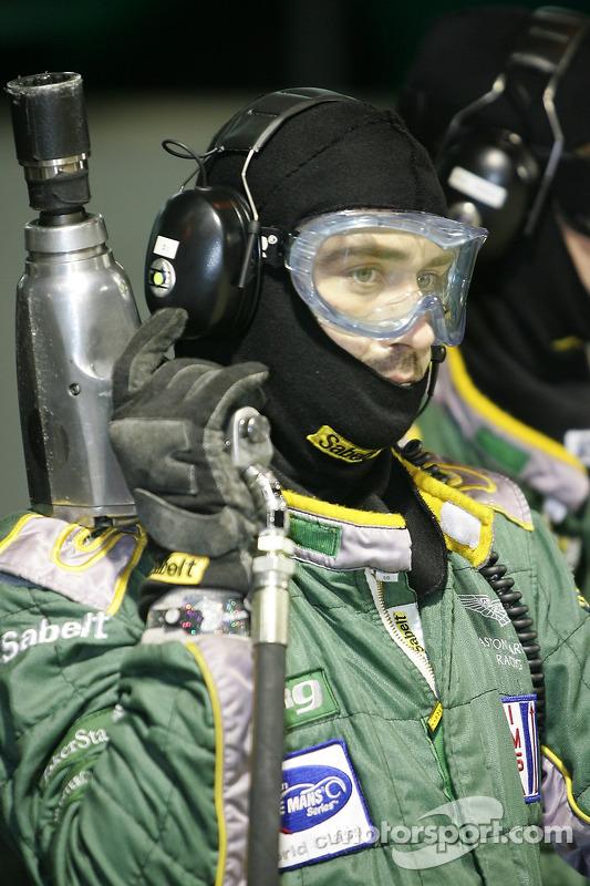 L'équipe Aston Martin Racing prête pour l'arrêt au stand