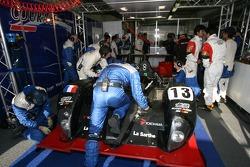 #13 Courage Competition Courage LC 70 Mugen: Shinji Nakano, Haruki Kurosawa, Jean-Marc Gounon in the garage