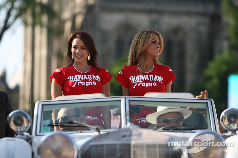 Chicas Hawaiian Tropic