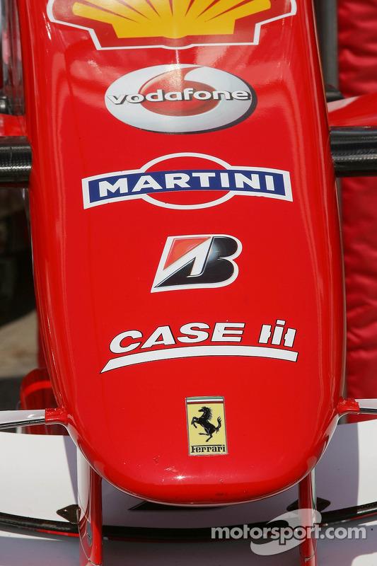 Le nez de la Scuderia Ferrari, avec le sponsor
