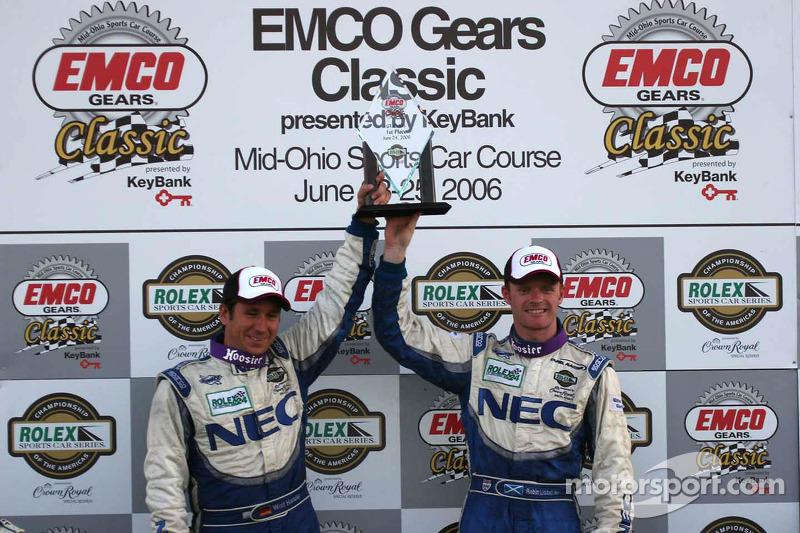 Podium GT : class winners Robin Liddell et Wolf Henzler