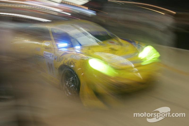 #91 T2M Motorsport Porsche GT3 RSR: Miro Konopka, Yutaka Yamagishi, Jean-René de Fournoux quittent les stands