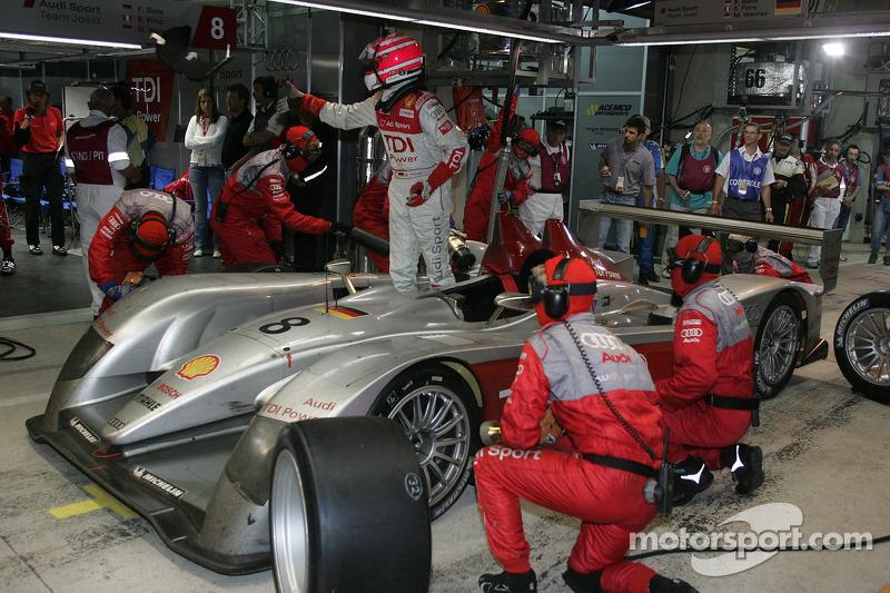 #8 Arrêt au stand d'Audi Sport Team Joest