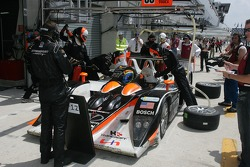 #33 Intersport Racing Lola B05/40 AER in the pits