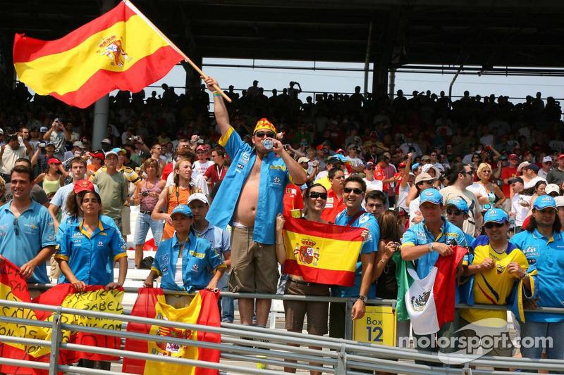 Des fans de Fernando Alonso