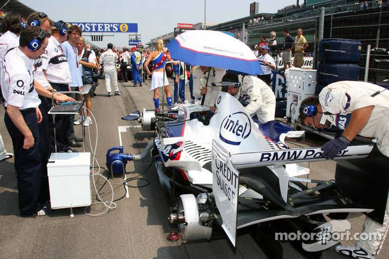 La voiture de Jacques Villeneuve sur la grille