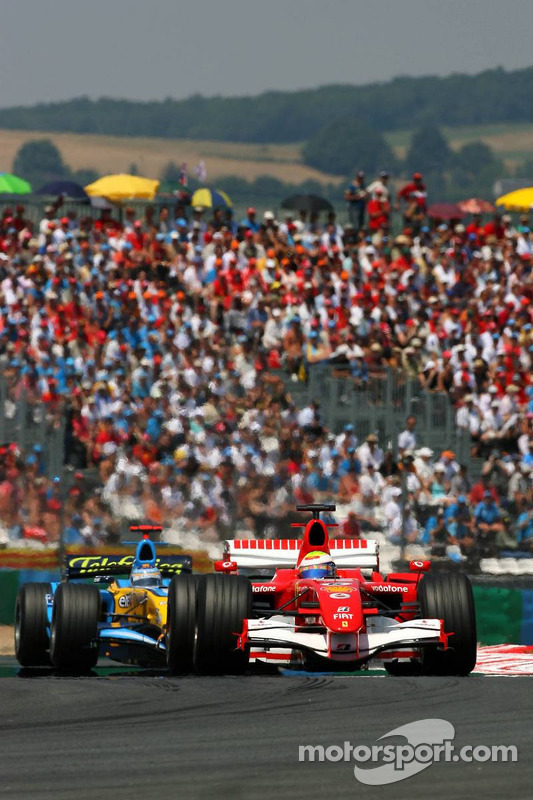 Felipe Massa devant Fernando Alonso