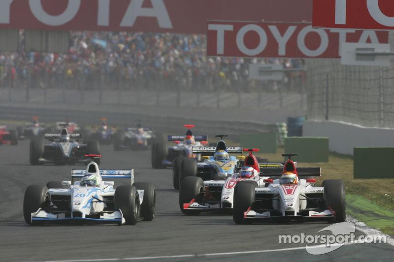 Lewis Hamilton se défend d'Olivier Pla