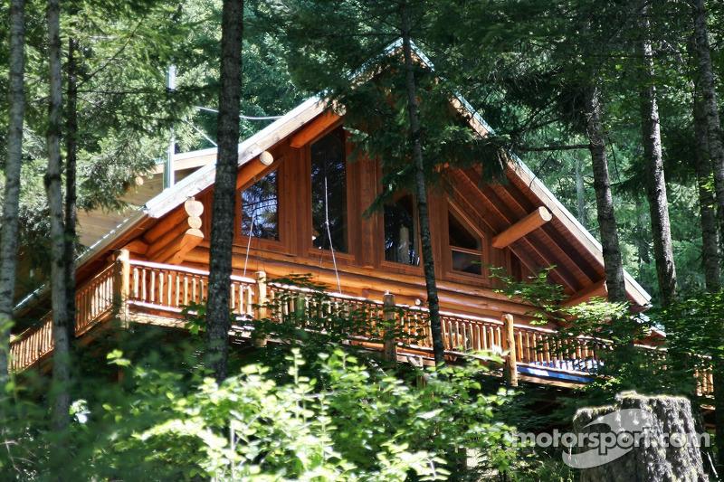 Une jolie maison le long de la rivière White Salmon