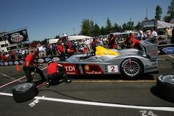 Pit crew challenge: #2 Audi Sport North America Audi R10 TDI Power: Rinaldo Capello, Allan McNish