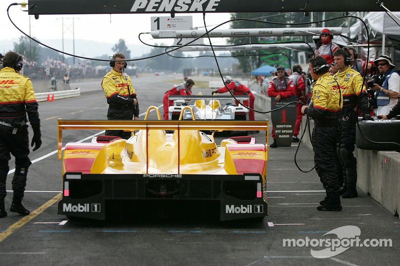 La Penske Motorsports Porsche RS Spyder dans la ligne des stands