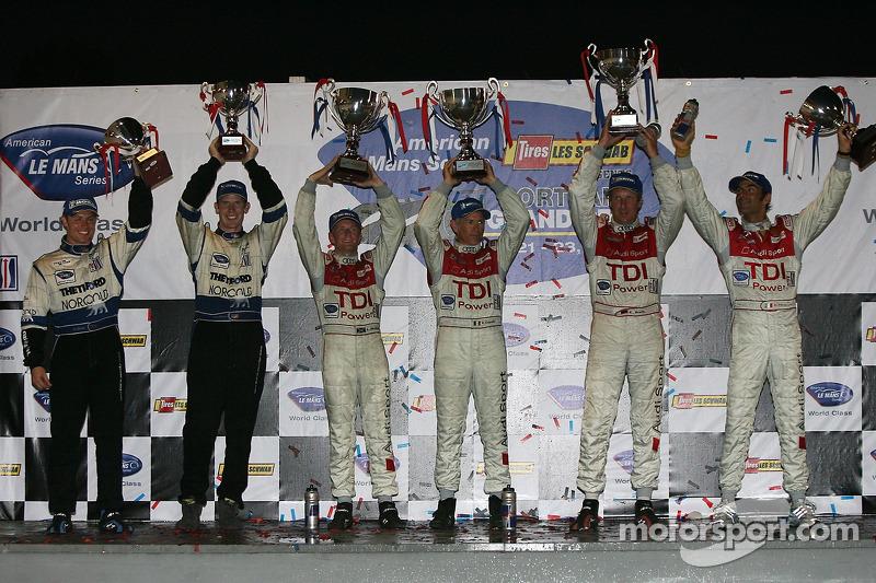 Podium LMP1: les vainqueurs Rinaldo Capello et Allan McNish, avec les deuxièmes Frank Biela et Emanuele Pirro, et les troisièmes Chris Dyson et Guy Smith