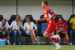 Spiel des Herzens, F1 Superstars plays against the RTL Superstars UNESCO event: Corina Schumacher watches the game on the field