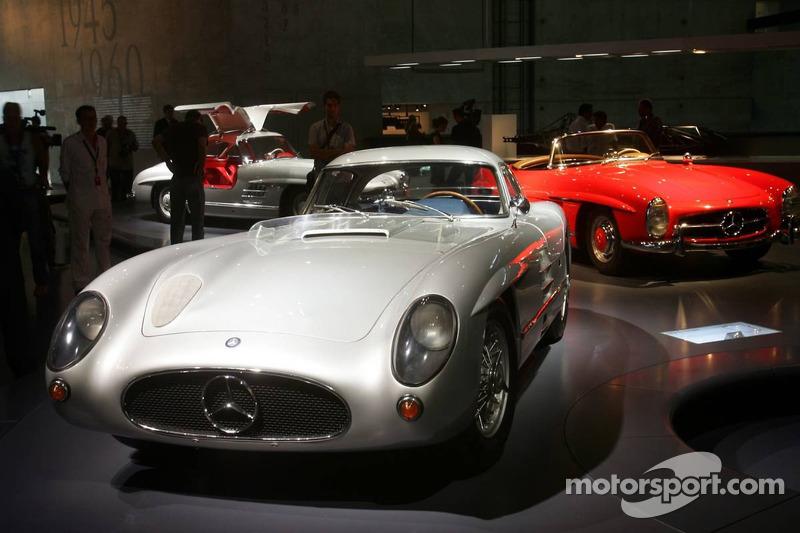Evénement média de DaimlerChrysler Mercedes: la Mercedes-Benz 300 SLR