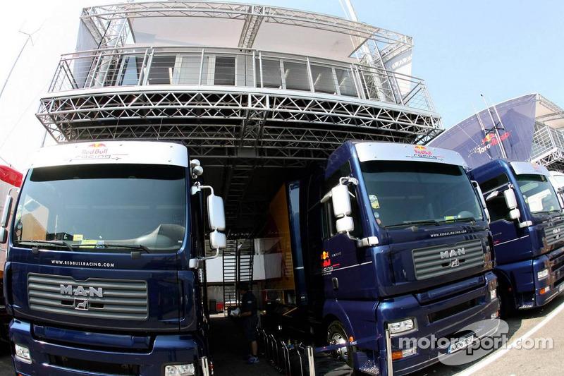 Camions et ingénieurs Red Bull Racing
