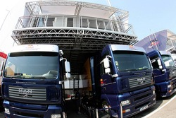 Red Bull Racing trucks and the engineers'