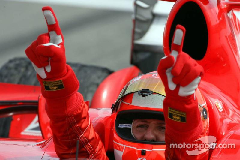 Ganador de la carrera Michael Schumacher celebra