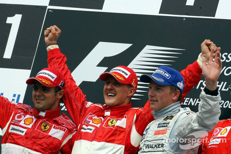 Michael Schumacher auf dem Podium mit Massa und Räikkönen
