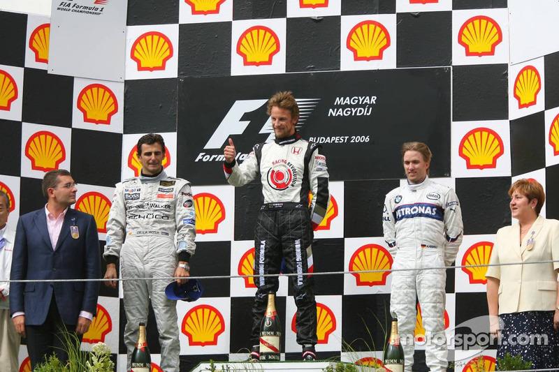 Podio: ganador Jenson Button con Pedro de la Rosa y Nick Heidfeld