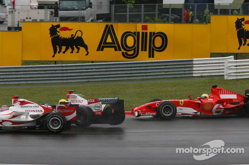 Takuma Sato choca con Ralf Schumacher