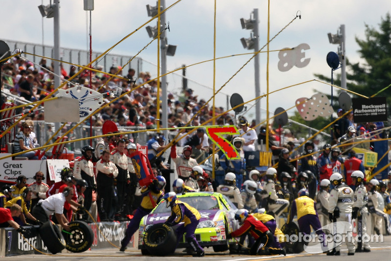 Pitstop for Robby Gordon