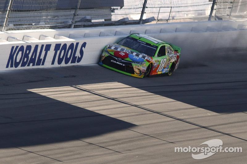 David Ragan, Joe Gibbs Racing, Toyota, mit Unfall