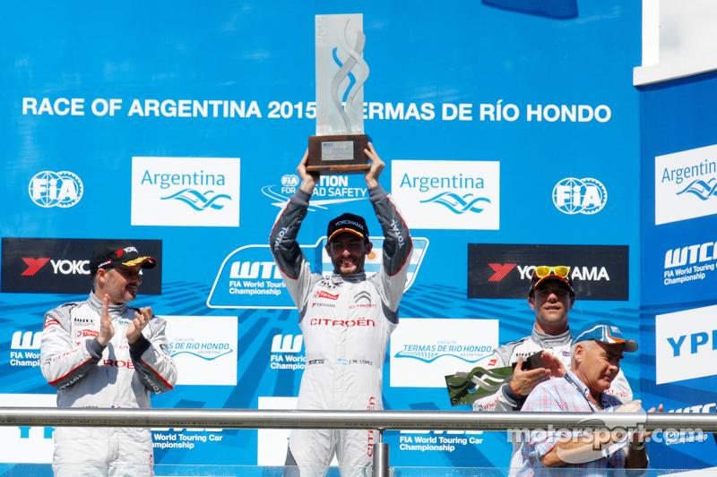 Podium: 1. Jose Maria Lopez, 2. Yvan Muller, 3. Sébastien Loeb