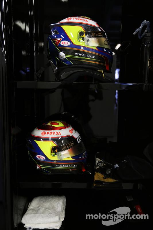 Pastor Maldonado, Lotus F1 Team helmets