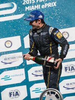 Yarış galibi Nicolas Prost