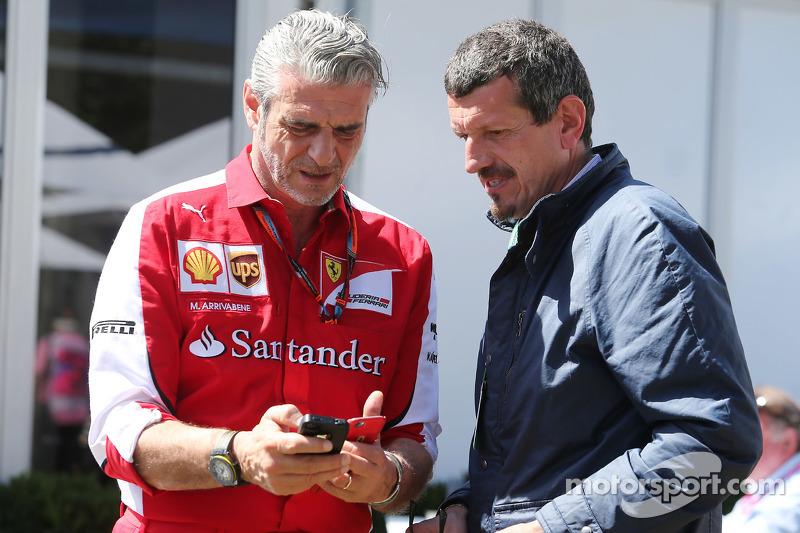 (从左到右)马里奇奥·阿德里巴贝内,法拉利领队和古恩瑟·斯坦尔,哈斯F1车队主席