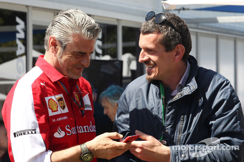 (da sinistra a destra): Maurizio Arrivabene, Team Principal Ferrari  con Guenther Steiner, Direttore Haas F1