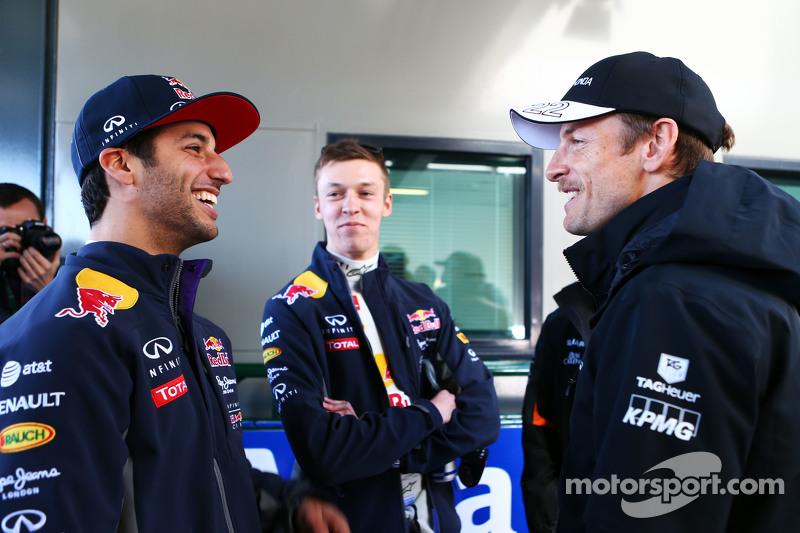 (Kiri ke Kanan): Daniel Ricciardo, Red Bull Racing dengan Daniil Kvyat, Red Bull Racing dan Jenson B