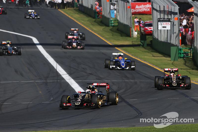 Romain Grosjean, Lotus F1 E23 leads team mate Pastor Maldonado, Lotus F1 E23 on the formation lap
