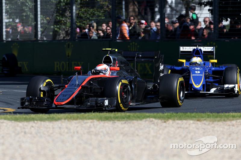 Na Austrália, Button e Kevin Magnussen (substituto de Alonso) amargaram a última fila, a 5s da pole, e não conseguiram completar. O dinamarquês, inclusive, sofreu uma falha no motor antes mesmo da largada.