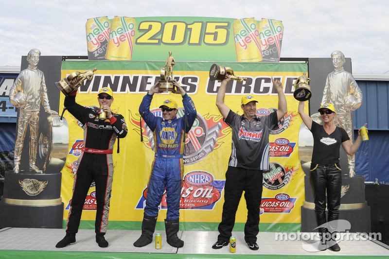 Juara Top Fuel, Spencer Massey; Juara Funny Car, Ron Capps, Juara Pro Stock, Greg Anderson, Juara Pro Stock Bike, Karen Stoffer