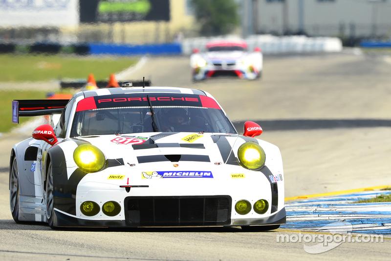 #912 Porsche Team North America Porsche 911 RSR: Jörg Bergmeister, Earl Bamber, Frederic Makowiecki